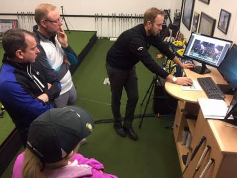 Mike Kanski helps students on a recent 'Putting Fundamentals' clinic